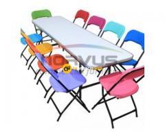 Juego de sillas y mesas infantiles